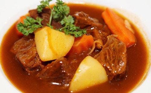 cách làm thịt bò hầm khoai tây cà rốt
