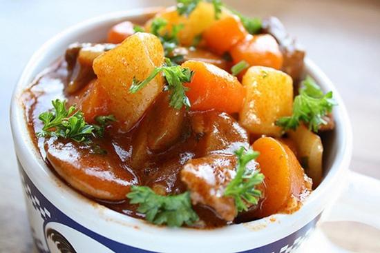 gân bò hầm khoai tây