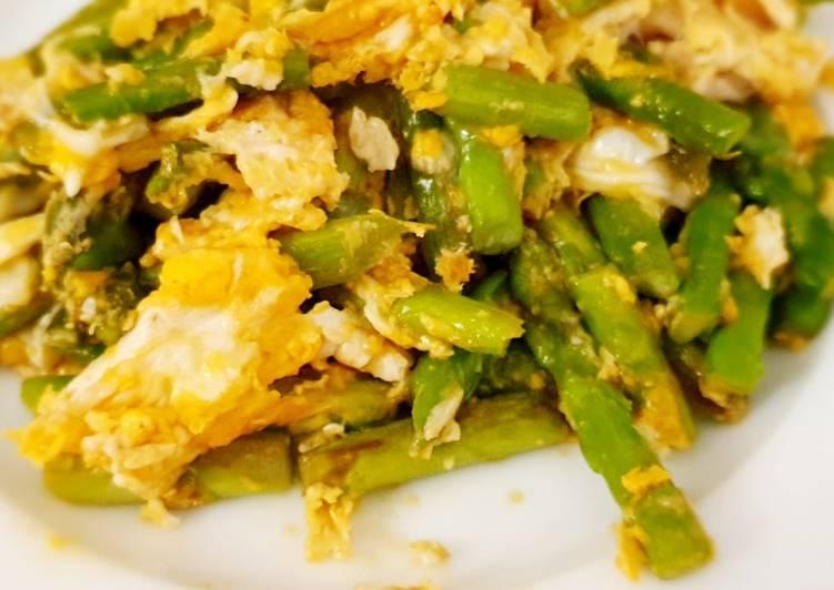 măng tây xào trứng