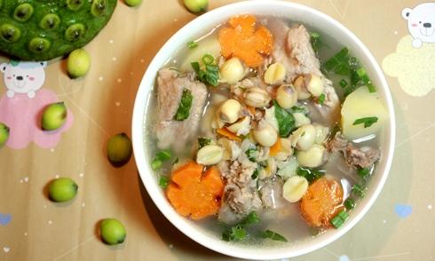 cà rốt thịt bò nấu hạt sen cho bé 1