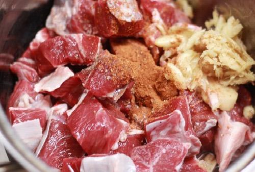 thịt bò nấu khoai sọ 4
