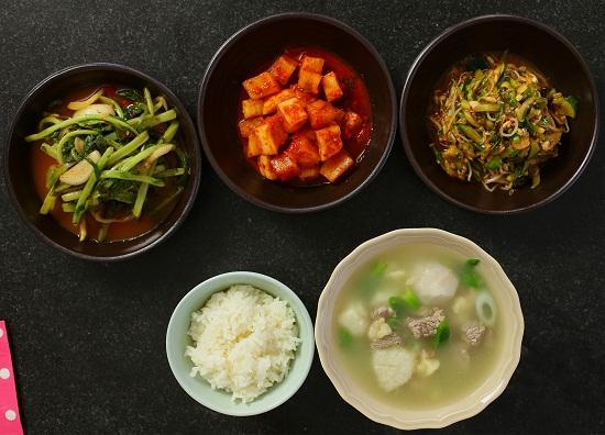 thịt bò nấu khoai sọ kiểu Hàn 1