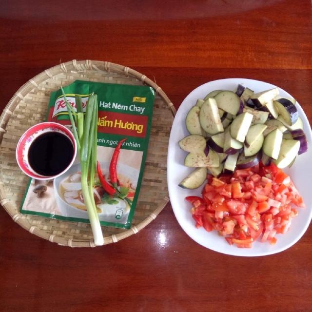 cà tím xào dầu hào cà chua 1
