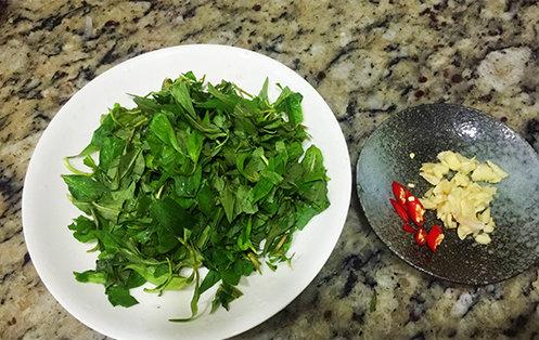 cách làm ngan xào rau răm 2