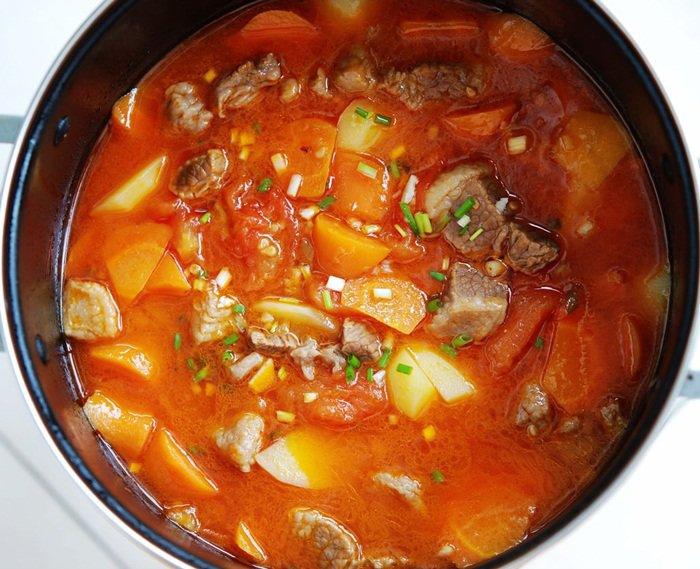 cách làm sườn bò hầm khoai tây cà rốt 8