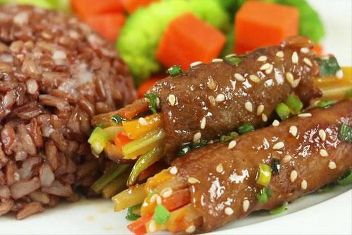 Cách làm thịt ngựa cuộn rau củ nướng 1