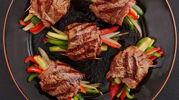 Cách làm thịt ngựa cuộn rau củ nướng 4