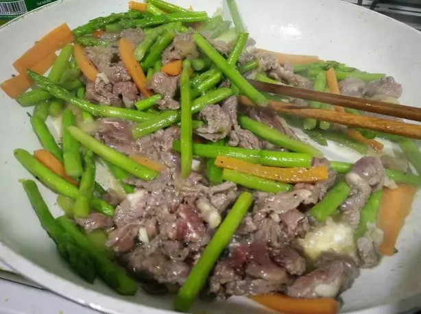 thịt nai xào măng tây cà rốt 4