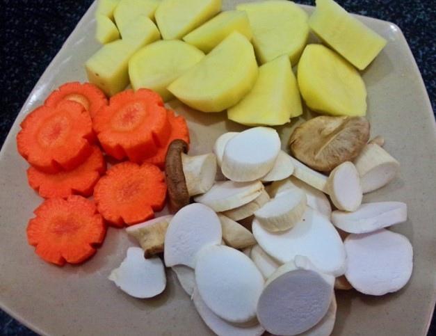 thịt ngựa hầm khoai tây cà rốt 1