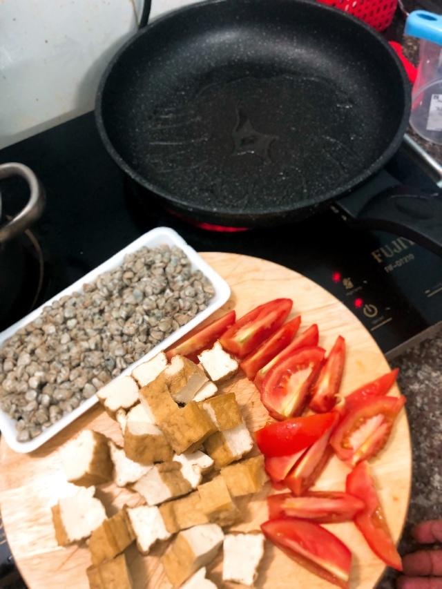hến xào cà chua đậu chiên 1