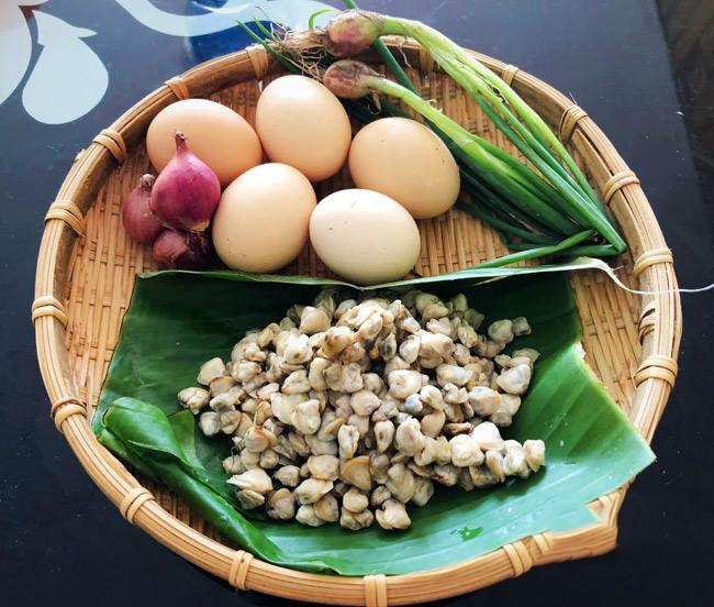 hến xào trứng 2