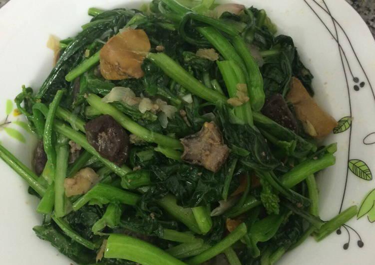 lòng gà xào rau cải