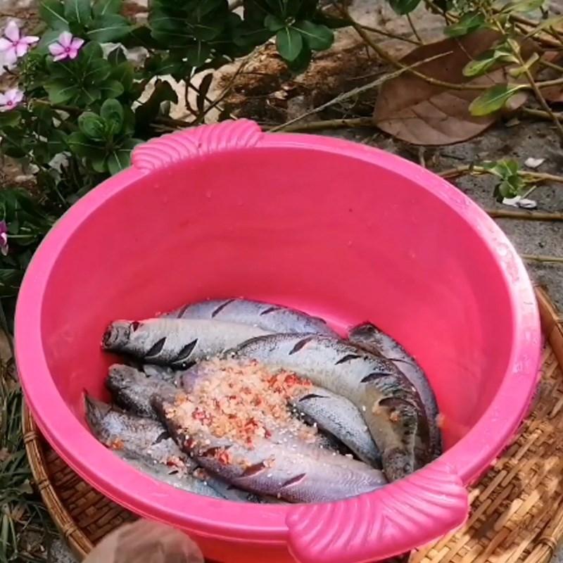 cá chạch rang muối riềng sả 2