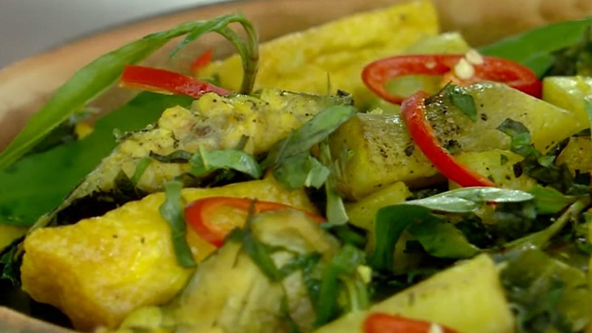 cách nấu cá chạch om chuối 10