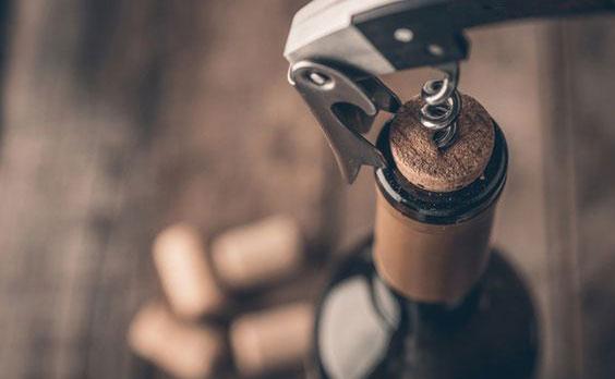 cách mở rượu vang 2