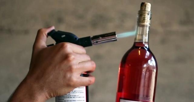 cách mở rượu vang 8