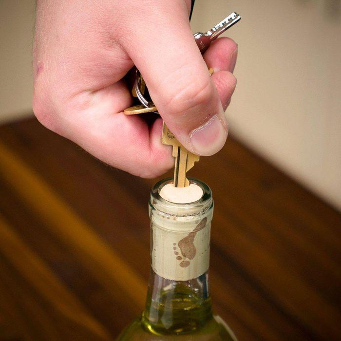cách mở rượu vang 9