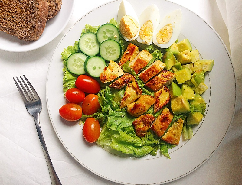 salad ức gà sốt mè rang 2