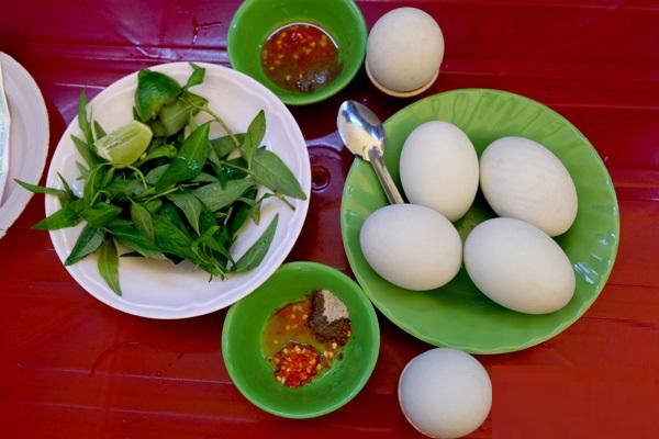 trứng vịt lộn