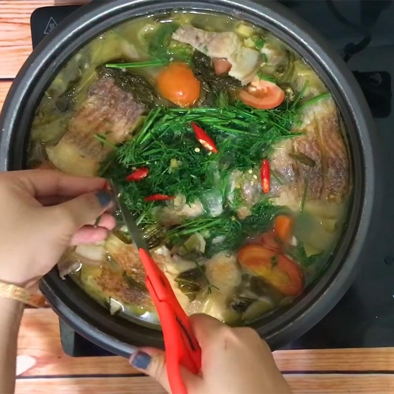 Chế biến cá diêu hồng nấu dưa chua thân thuộc và đưa cơm 9