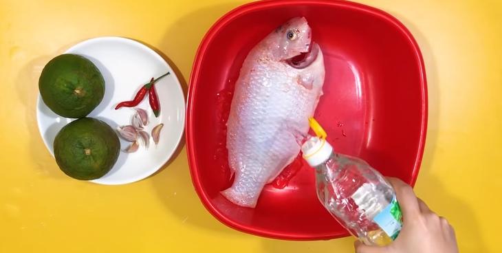 Cá diêu hồng sốt cam hương vị lạ miệng 3