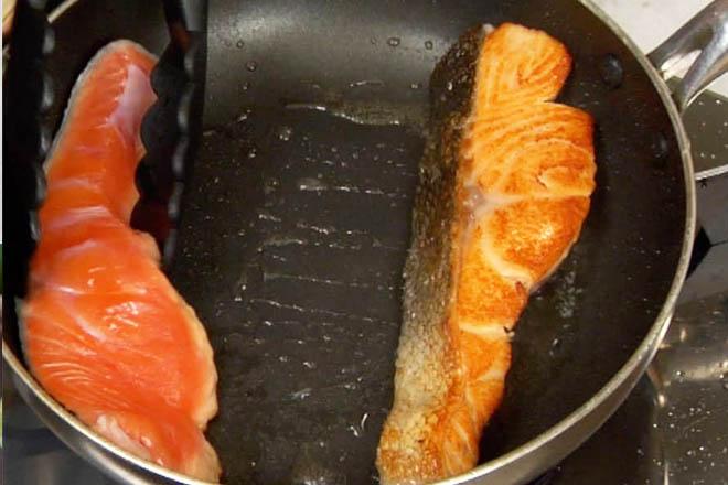 cá hồi áp chảo cho bé với bơ tỏi 2