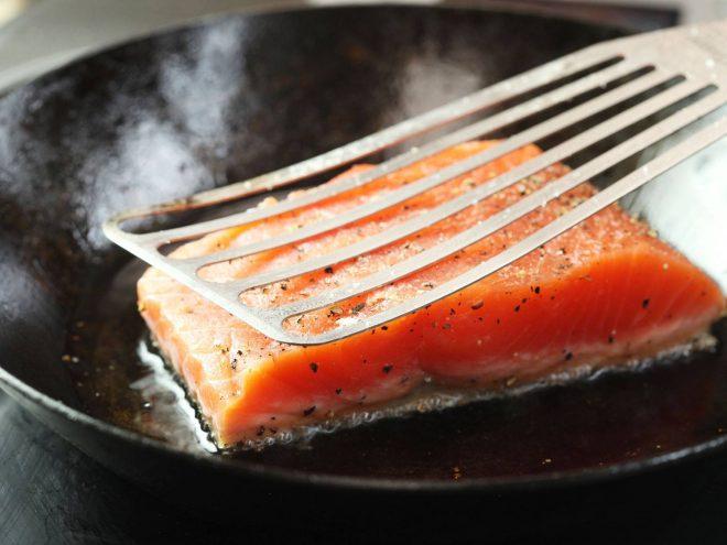 cá hồi áp chảo măng tây chanh leo 2
