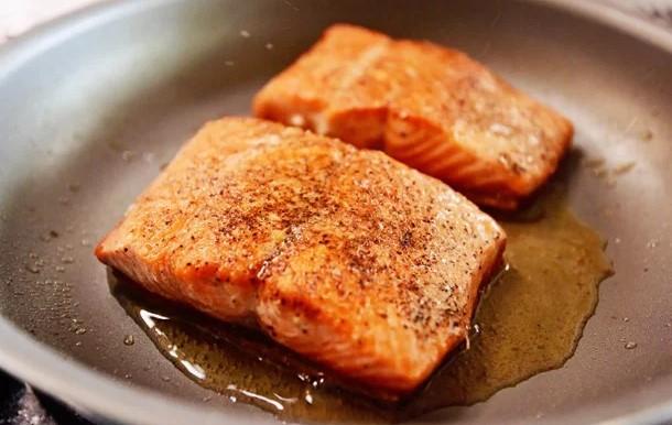 cá hồi áp chảo măng tây khoai tây nghiền 3
