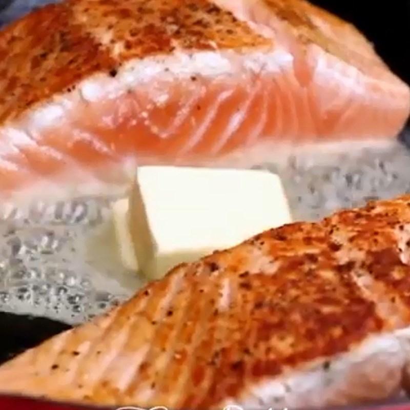 cá hồi áp chảo bơ tỏi cà chua 4