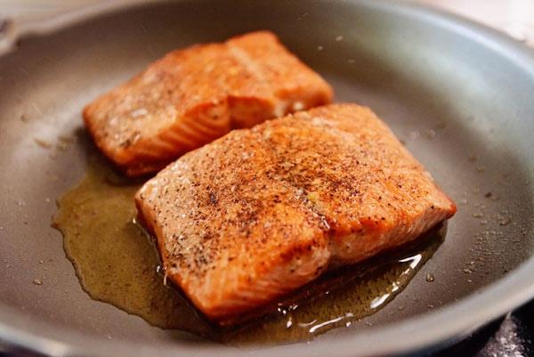 cá hồi áp chảo sốt bơ tỏi 4
