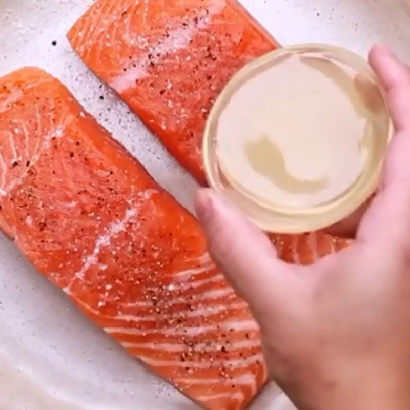 cá hồi áp chảo bơ tỏi cà chua 3