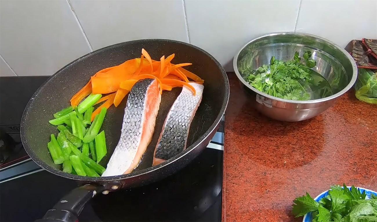 cá hồi áp chảo sốt cam cà rốt 6