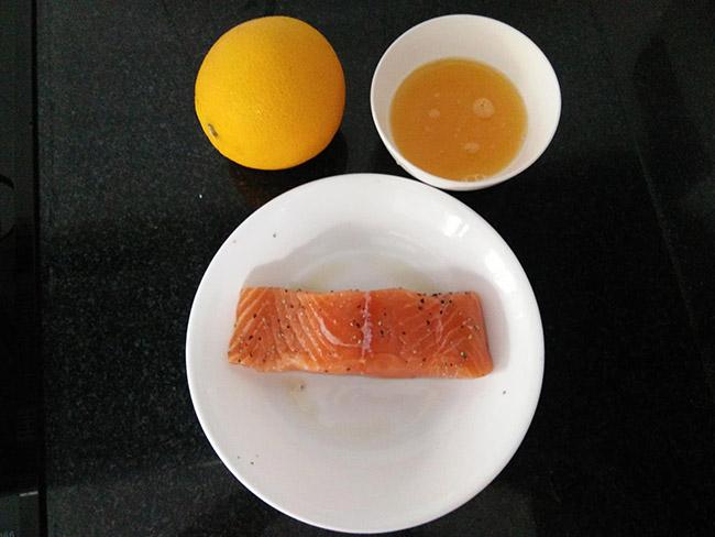 cá hồi áp chảo sốt cam tỏi mật ong 1