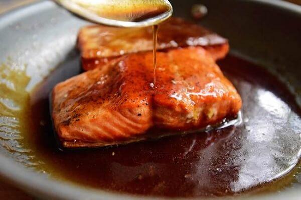 cá hồi áp chảo sốt mật ong nước tương 2