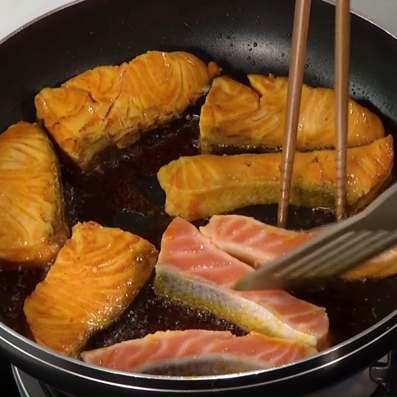 cá hồi kho xì dầu 2