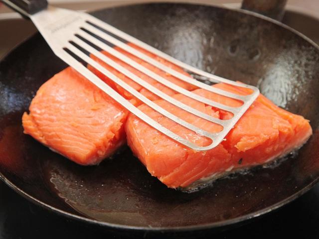 cá hồi nấu canh chua 3