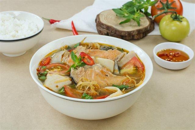 cá hồi nấu măng chua 1