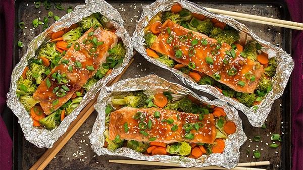 Cá hồi nướng giấy bạc đơn giản mà thơm ngon và giàu dưỡng chất 5