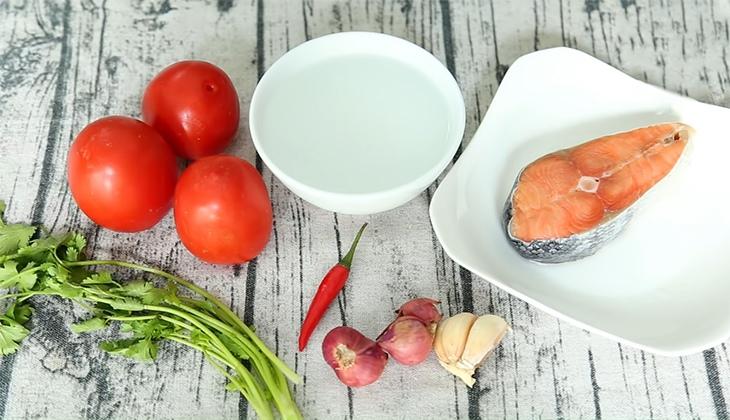 chuẩn bị nguyên liệu cá hồi sốt cà chua