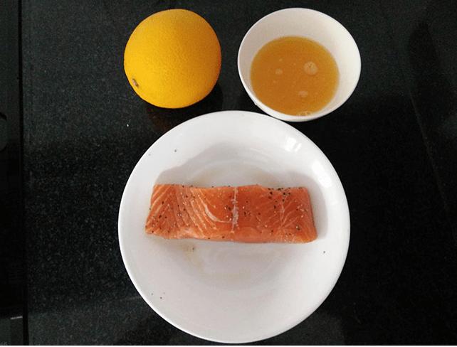 sơ chế cá hồi sốt cam