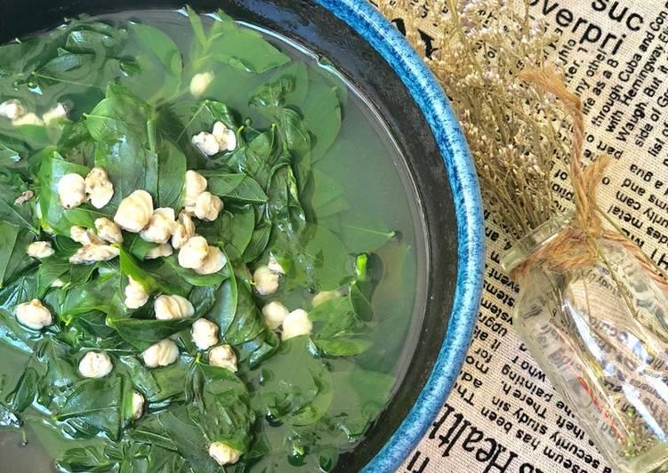 Cách làm canh hến nấu rau ngót 1