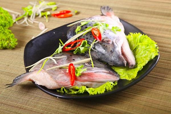 cách làm đầu cá hồi nấu dưa chua 2