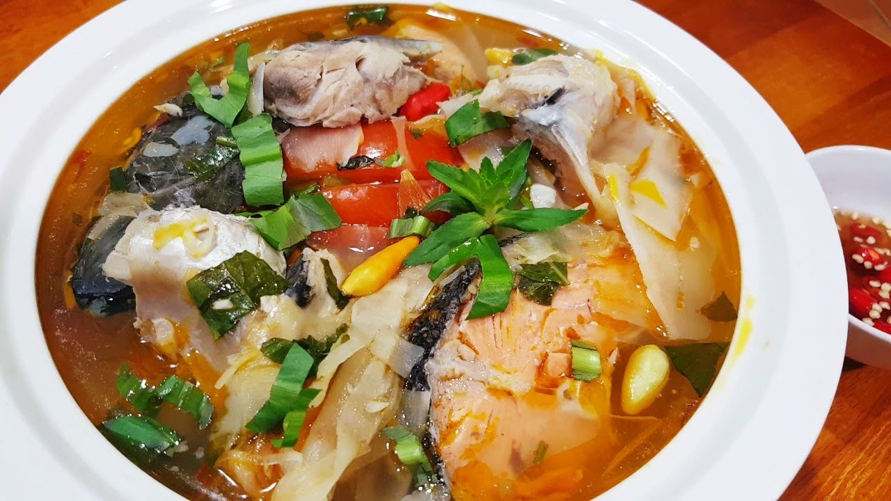 Cách làm đầu cá hồi nấu măng chua 1