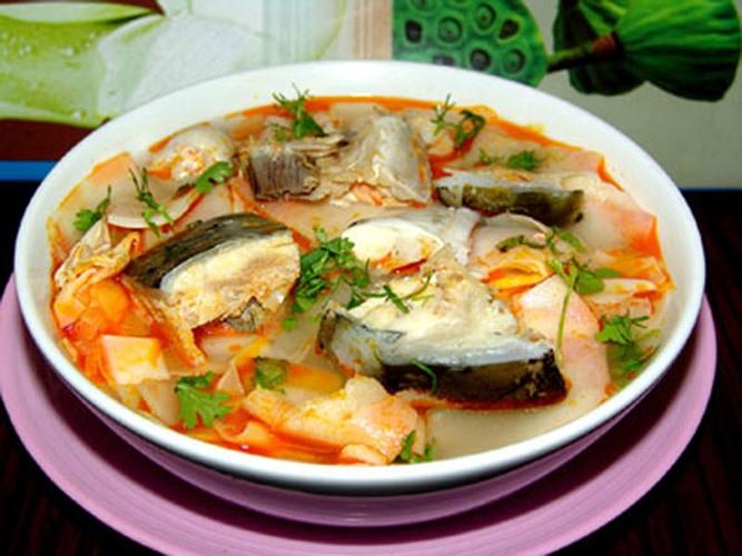 Cách làm đầu cá hồi nấu măng chua 4