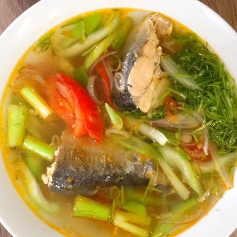cách làm đầu cá hồi nấu ngót 1