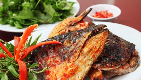 Cách làm đầu cá hồi nướng muối ớt 1