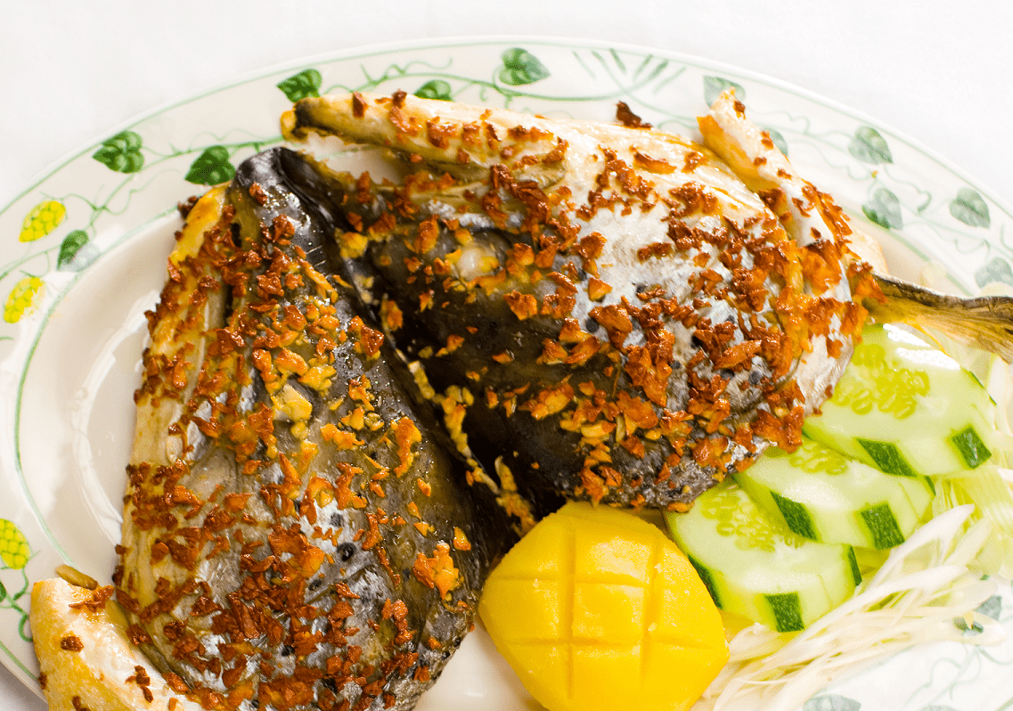 Cách làm đầu cá hồi nướng muối ớt 3