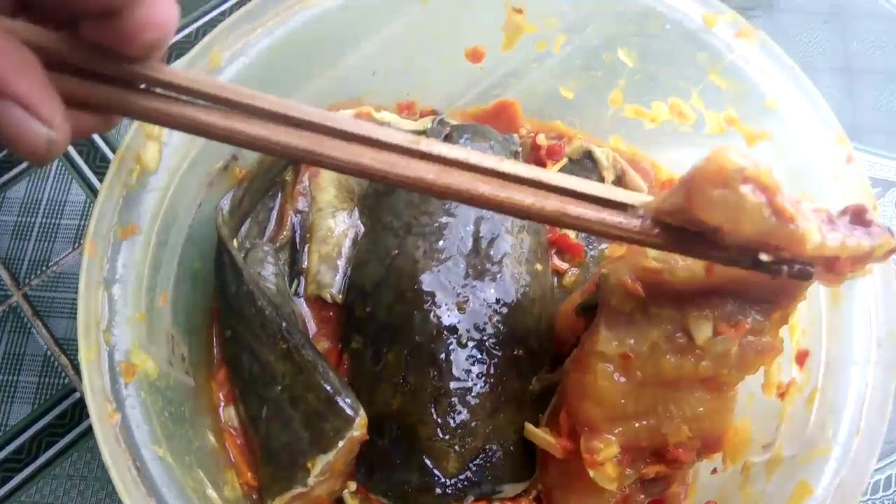 Cách nấu cá trê om riềng mẻ 3