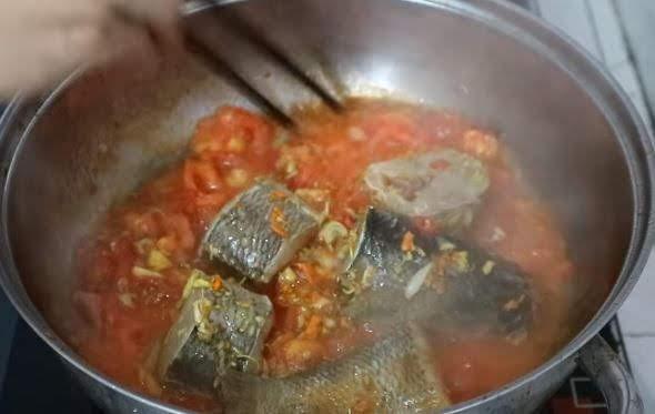 Cách làm hoa chuối nấu cá lóc 5