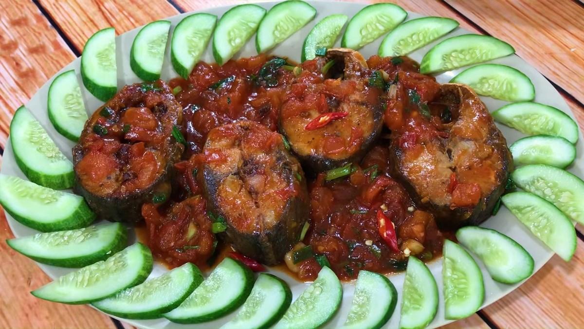 Cá ngừ kho cà chua 1